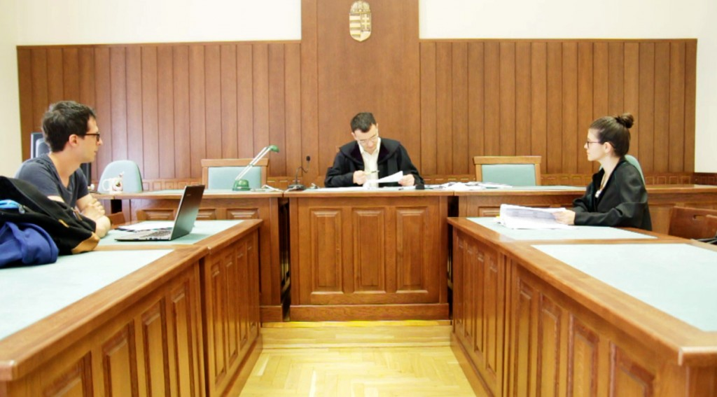 Az Átlátszó Oktatástól G Szabó Dániel, Pákozdi Zoltán Rudolf bíró, és Tömördi Boglárka, az ELTE jogi képviselője