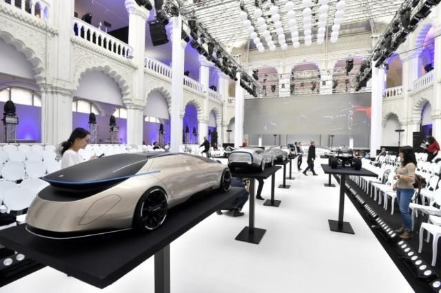 A Moholy-Nagy László Művészeti Egyetem (MOME) diákjainak vizs-gamunkái, a Mercedes-Benz számára készített makettek az Iparművészeti Múzeumban 2017. október 13-án. MTI Fotó: Máthé Zoltán